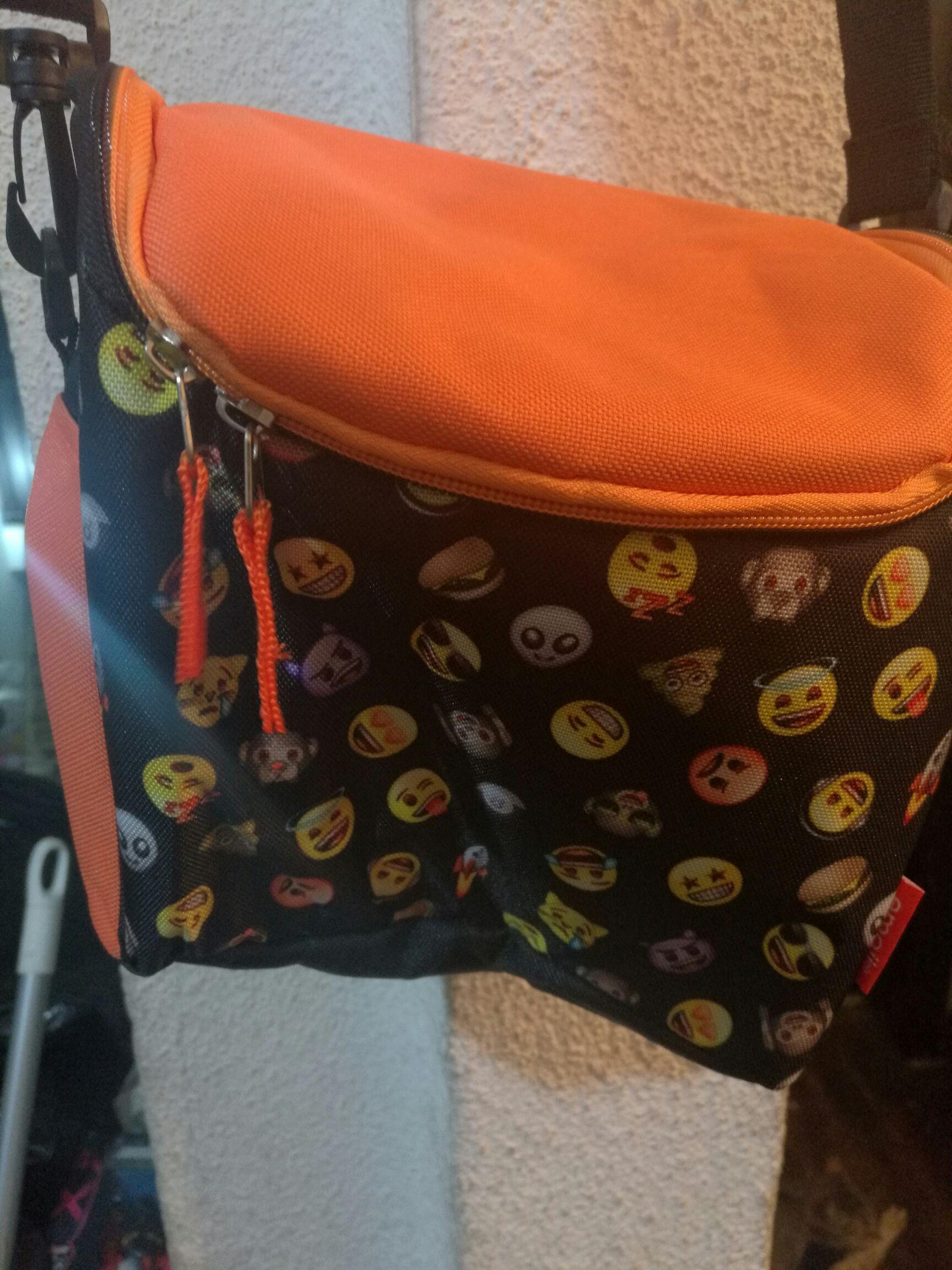 Walmart: lonchera emojis $99.03