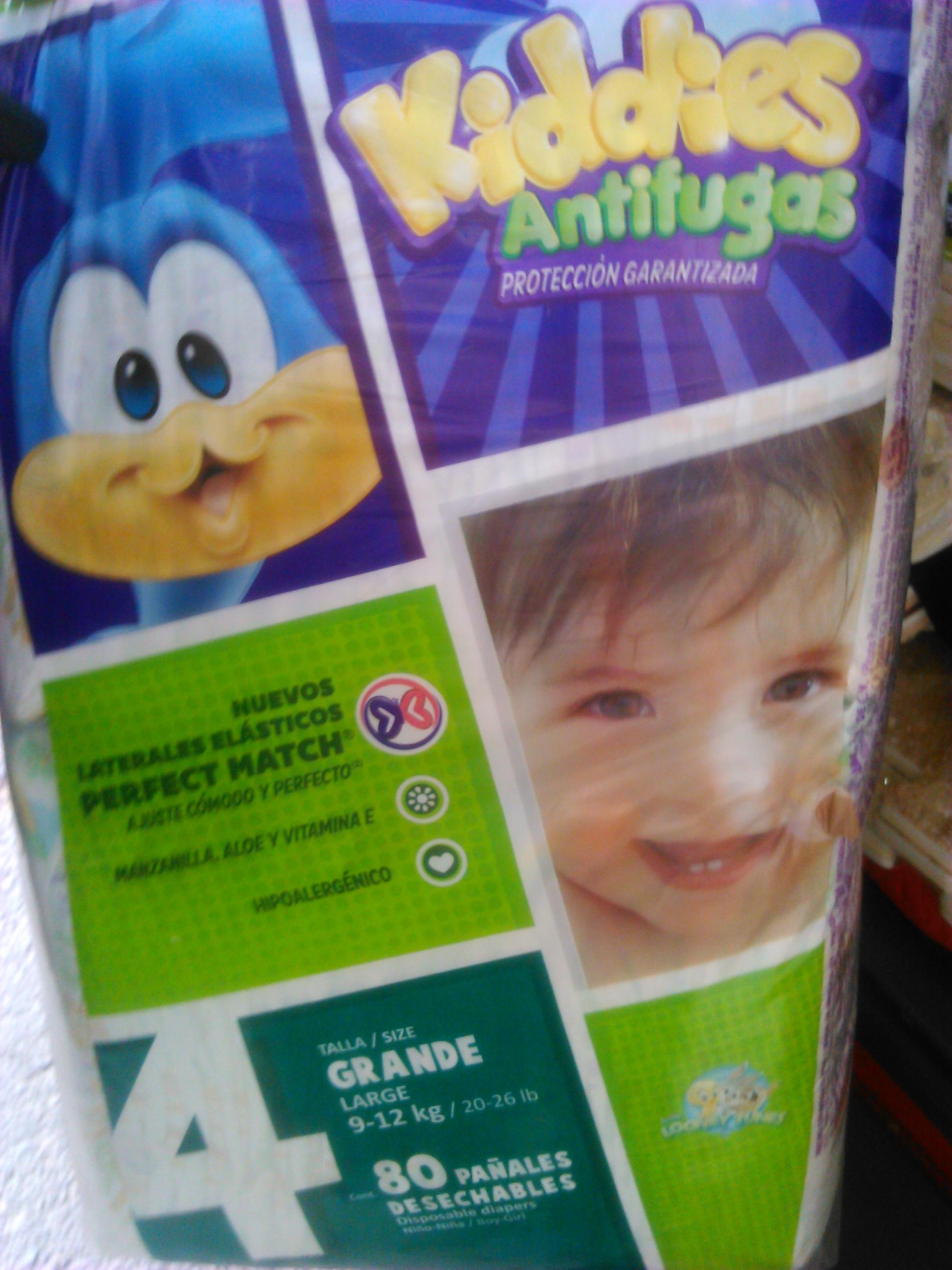 Farmacias Benavides: 80 pañales kiddies antifugas