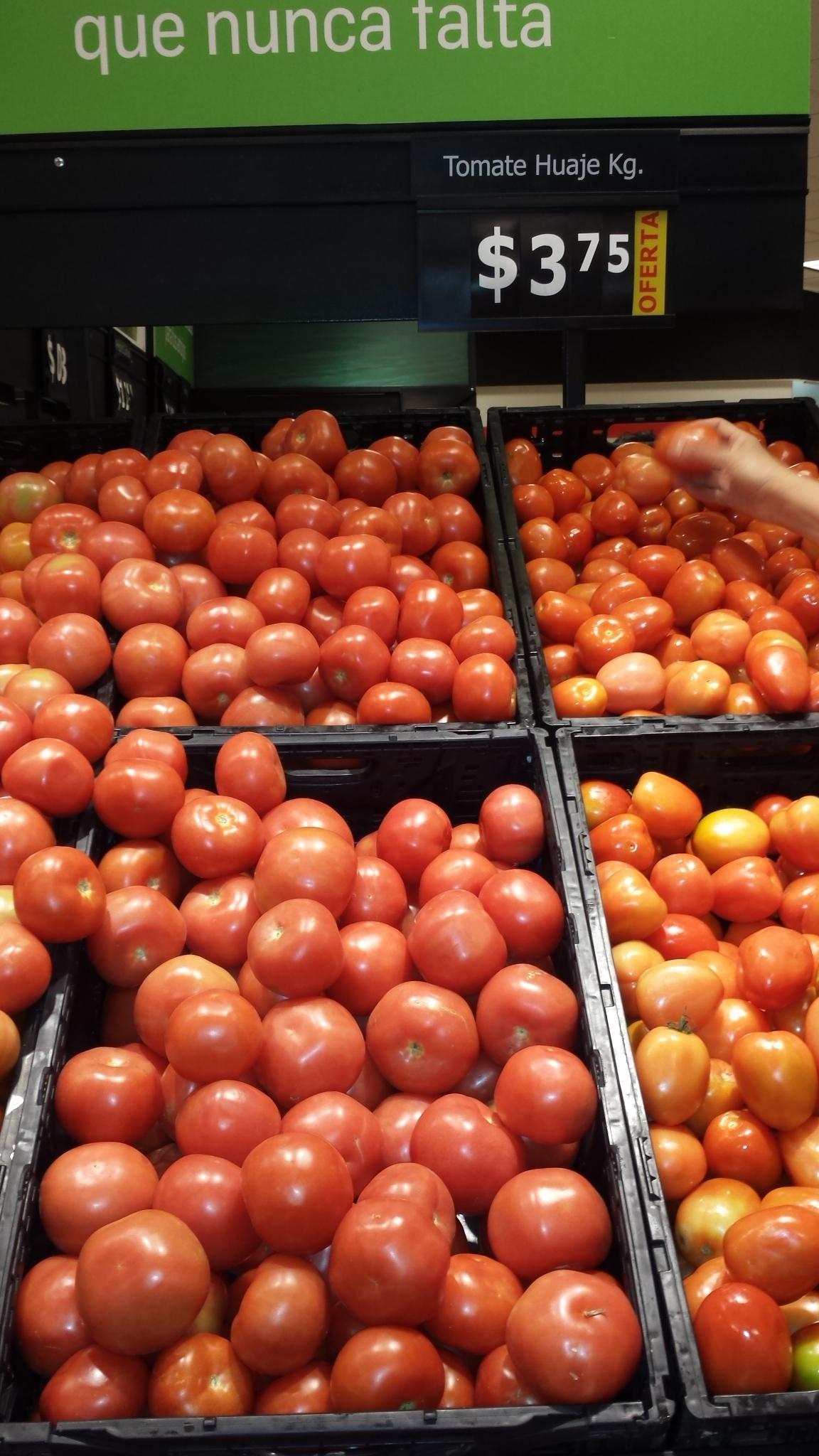 Soriana Híper: tomate a 3.75