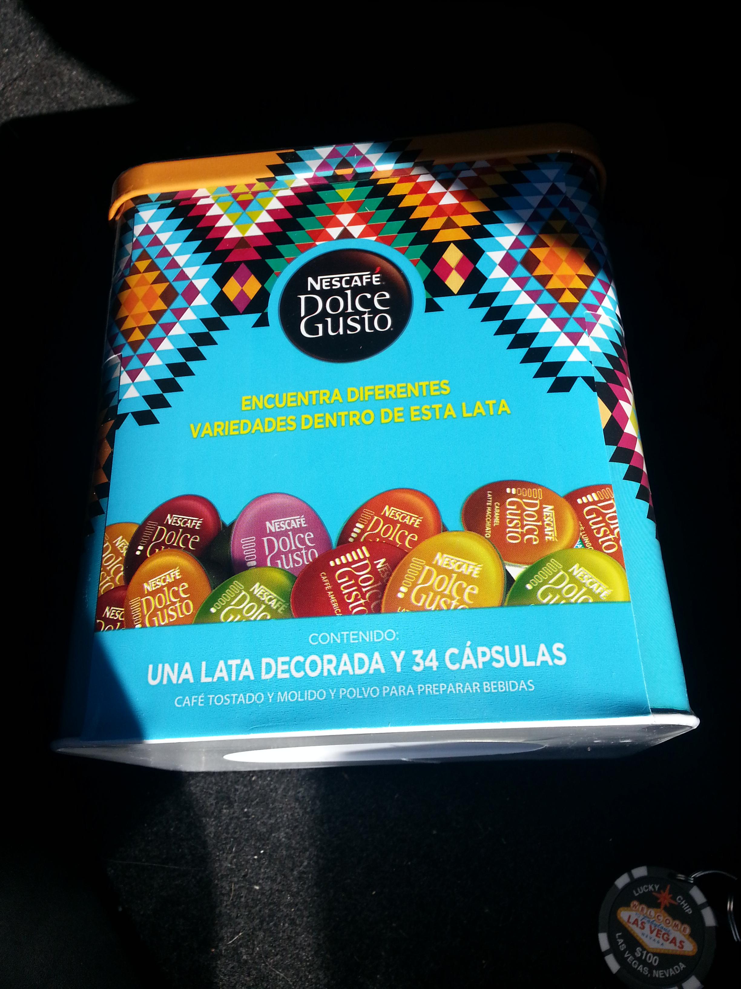 Sam's Club: Caja de 34 cápsulas de nescafe dolce gusto con caja metálica decorada