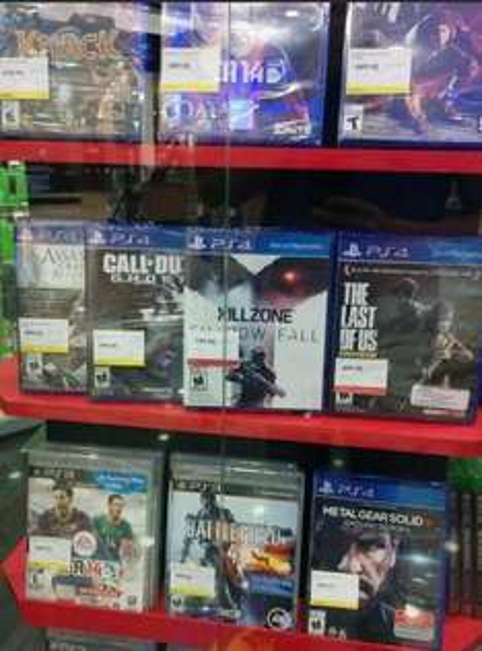 RadioShack: Assassin's Creed IV o Call of Duty Ghosts PS4 $499