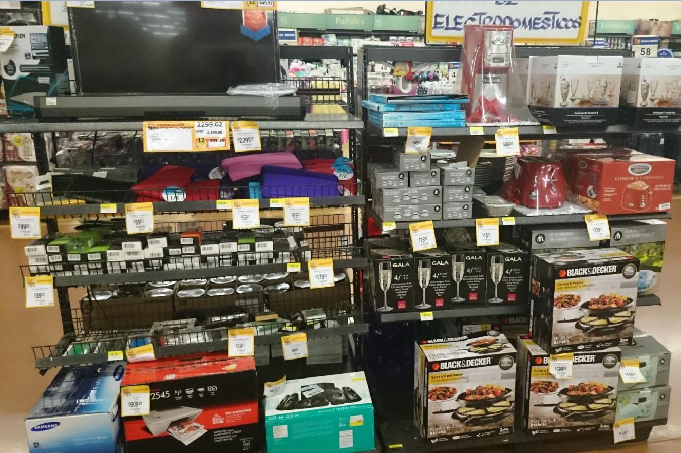 Walmart Santa Maria Coacalco: Varios articulos en liquidación
