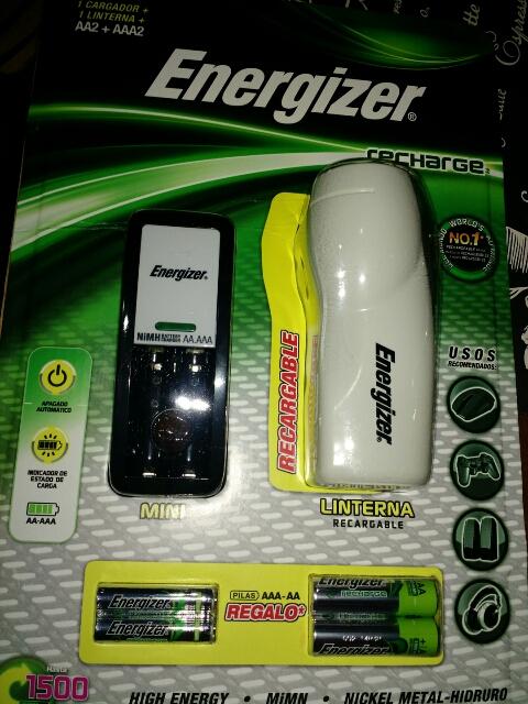 Sam's Club: Cargador de baterías, lámpara recargable y 4 pilas por $99