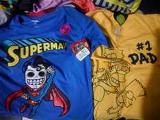Walmart: playeras dc cómic y Simpson microPN $30.02