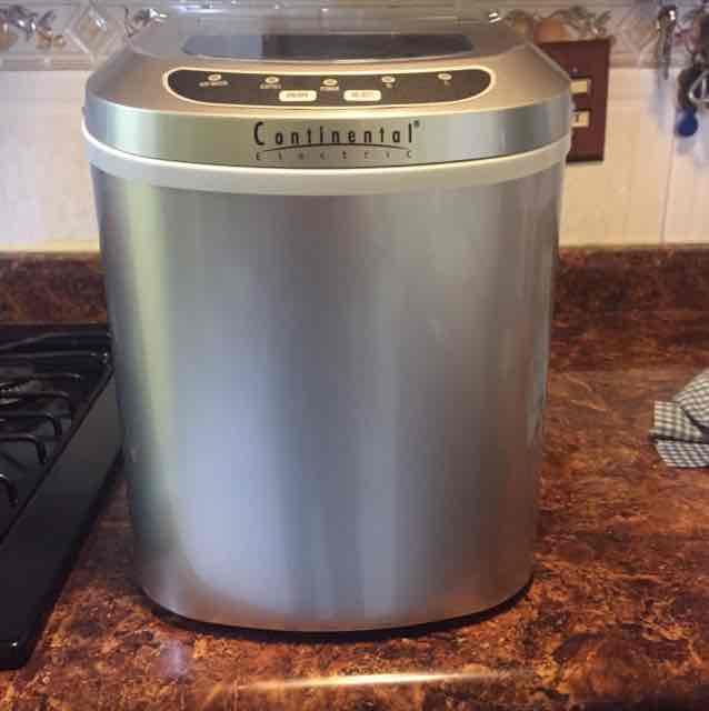 Walmart: Maquina de hielo Continental de $2,990 a $490