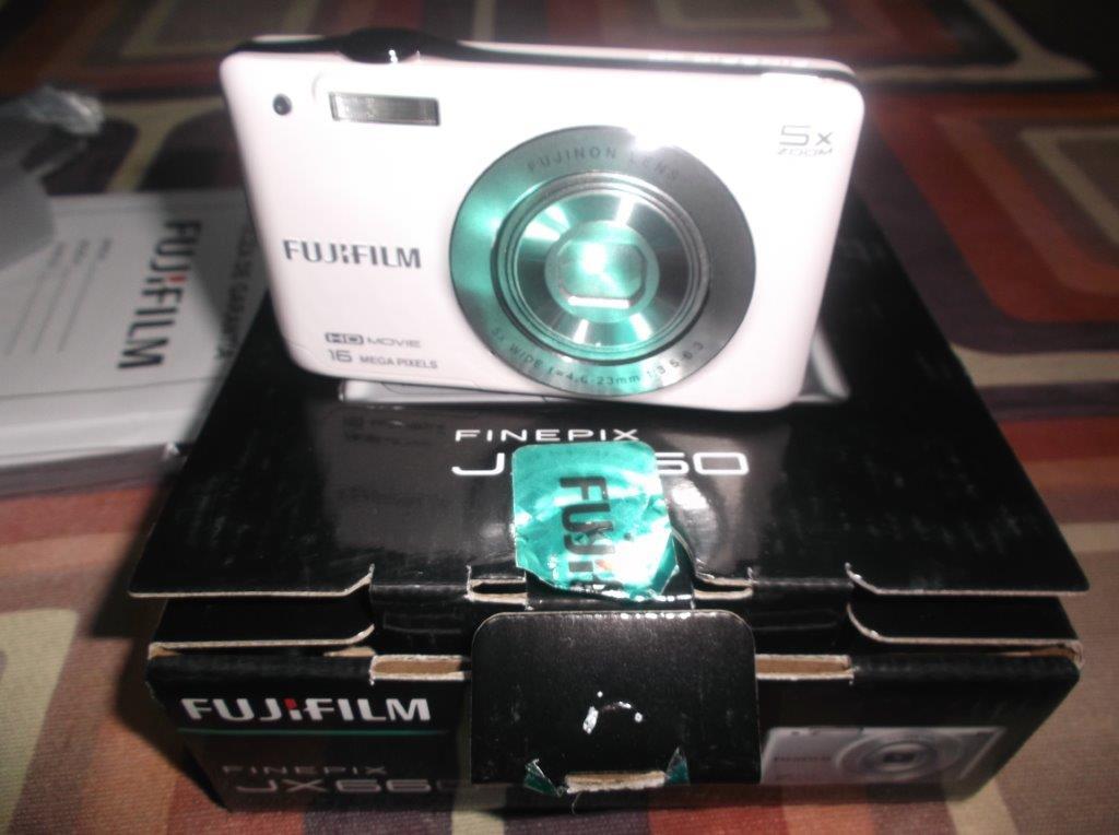 Bodega Aurrerá: Camara Fujifilm 16MP,  5X de zoom en 690.02