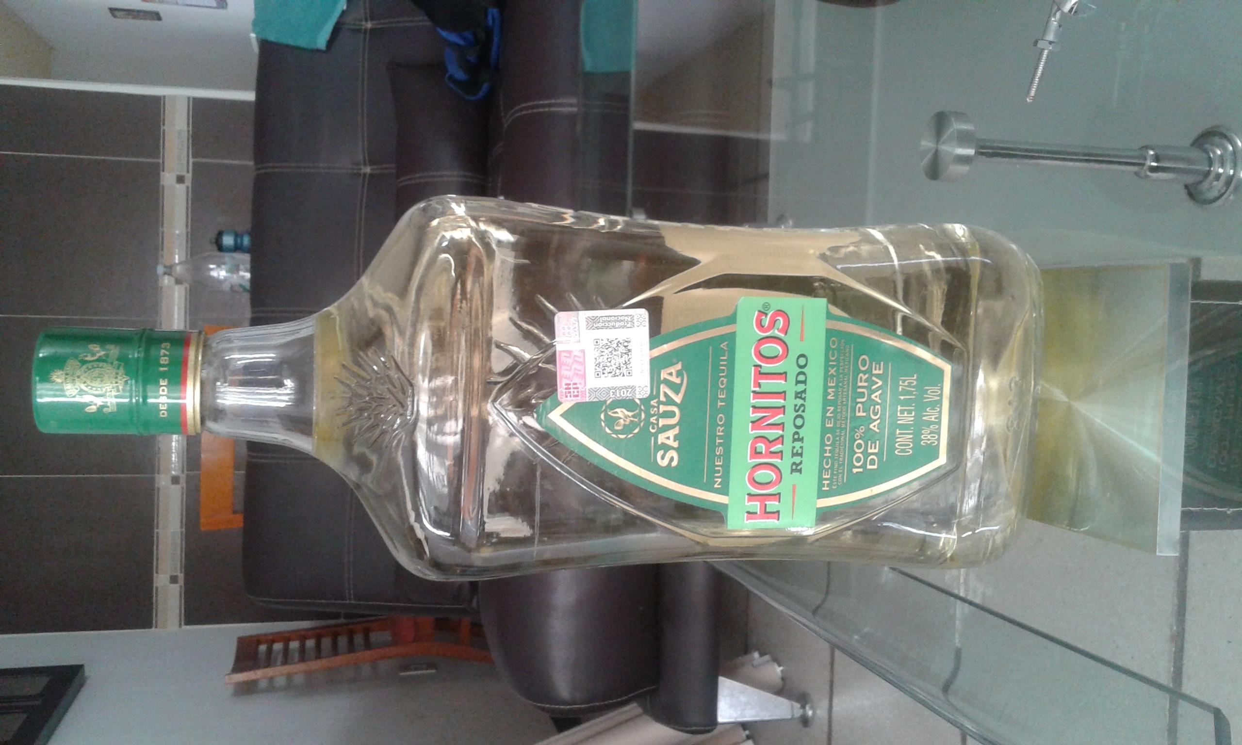 Walmart, Delta. León, Gto. Botella de Tequila Hornitos de 1.75L a $240.02