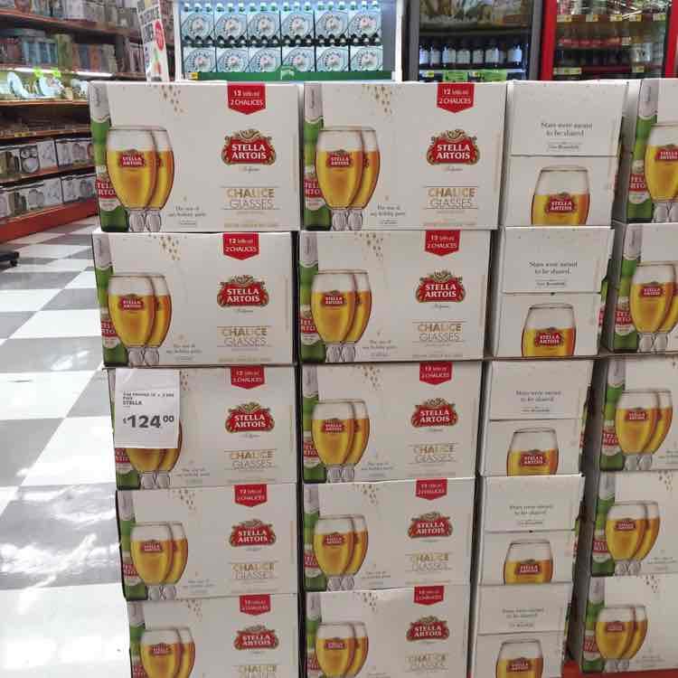 La Comer: cerveza stella artois 12 pzas + 2 copas $129