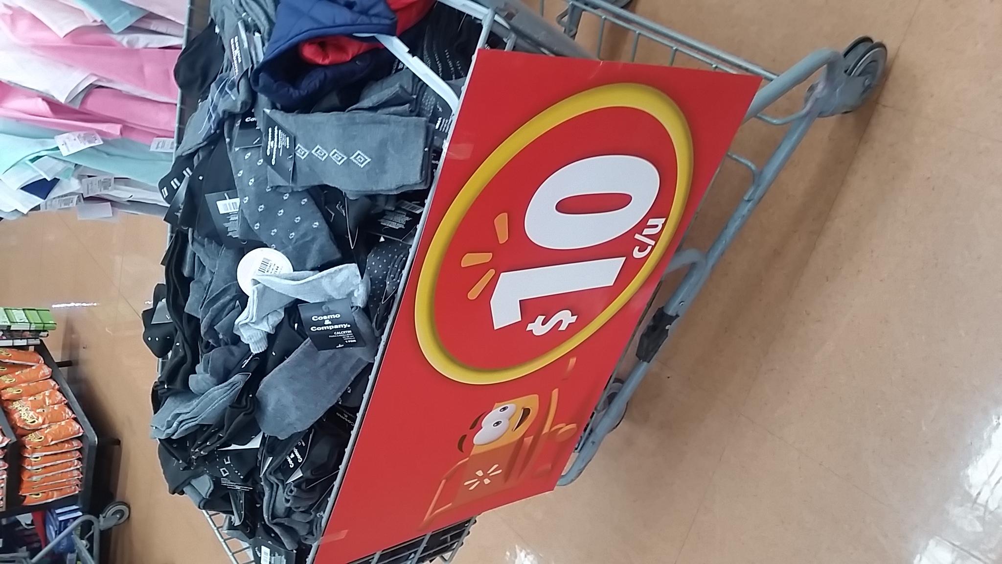 Walmart nativitas (DF): Calcetines y playeras a 10 y 20 respectivamente