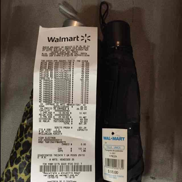 Walmart: Paraguas a $10.01