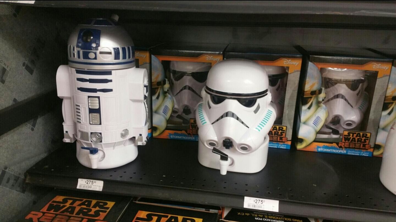 Chedraui Periférico Oaxaca: Dispensadores de agua de R2-D2 y de Stormtrooper $275
