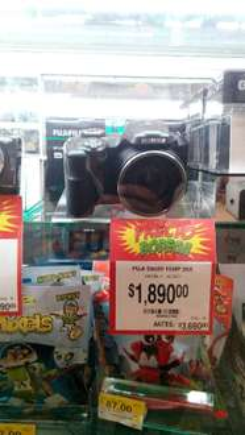 Bodega Aurrerá: Cámara Fuji S8600 rebajada a $1,890