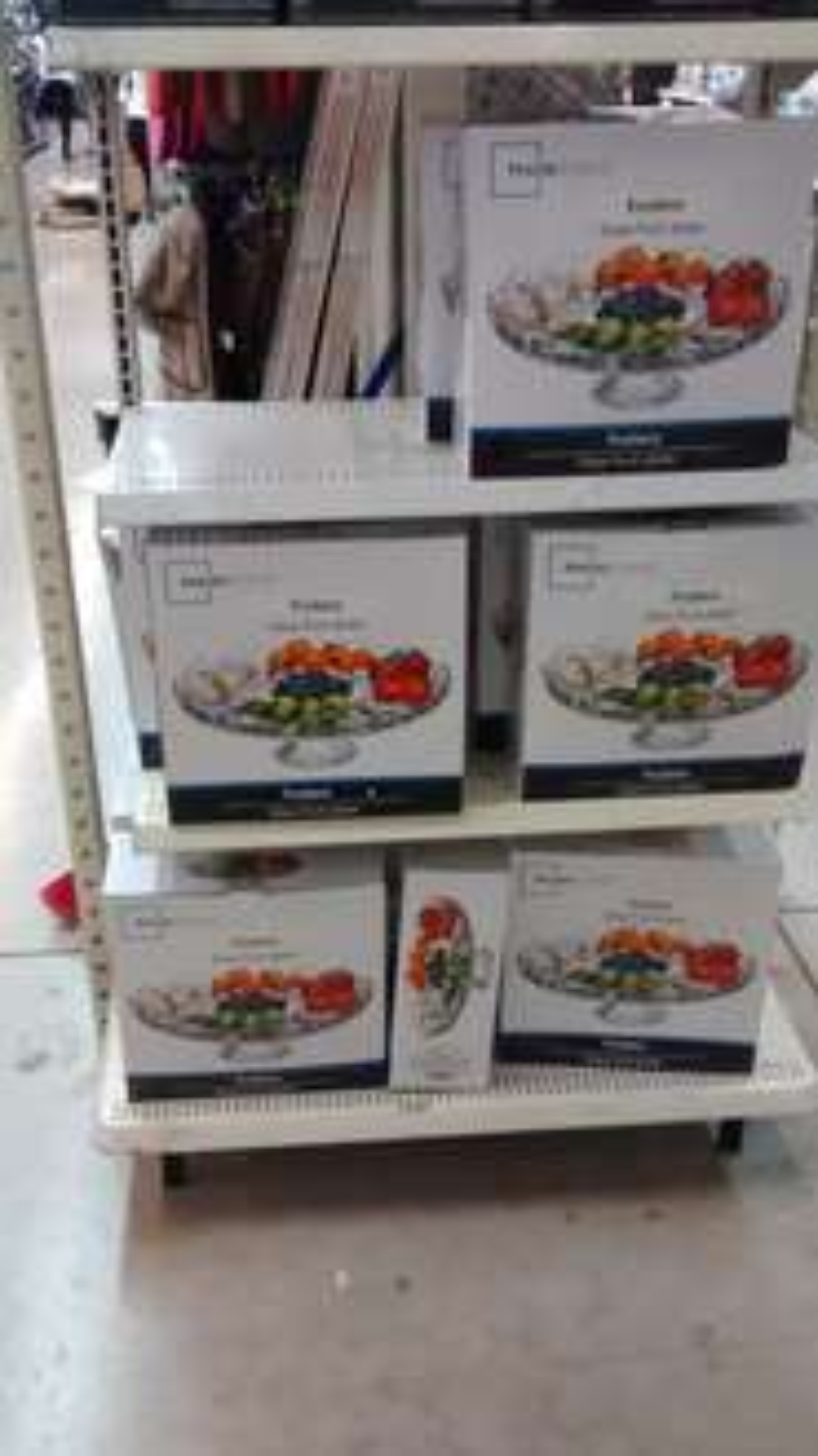 Bodega Aurrerá: Frutero con base de cristal $49, tubo de galletas príncipe 152grs $10