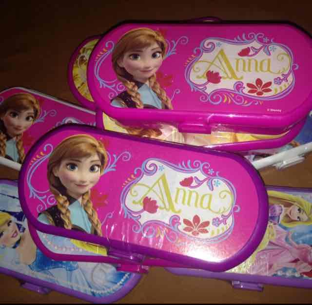 HEB Lapicera con dulce Frozen y princesas