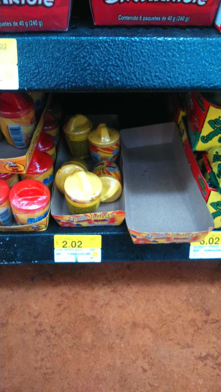 Walmart Satélite: Liquidación de dulces varios, ejemplo: skwinkles a $3