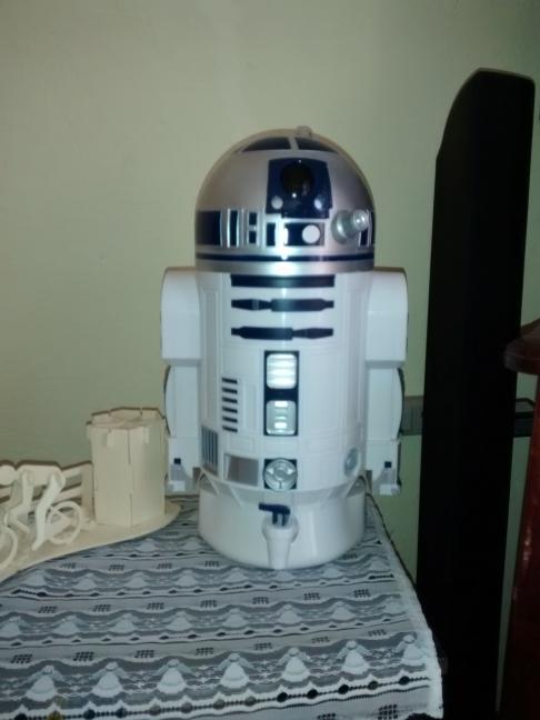 Chedraui Mina Villahermosa: dispensador de agua en figura de R2-D2 a $100