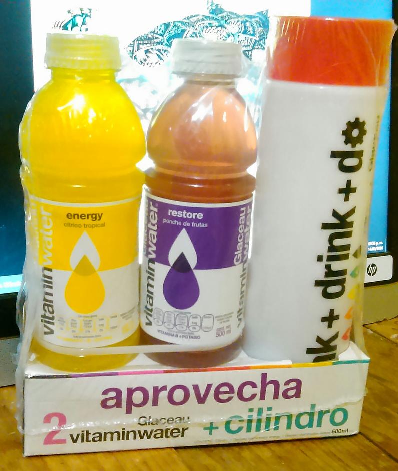 Walmart: 2 vitamin water más cilindro para agua a $36.03