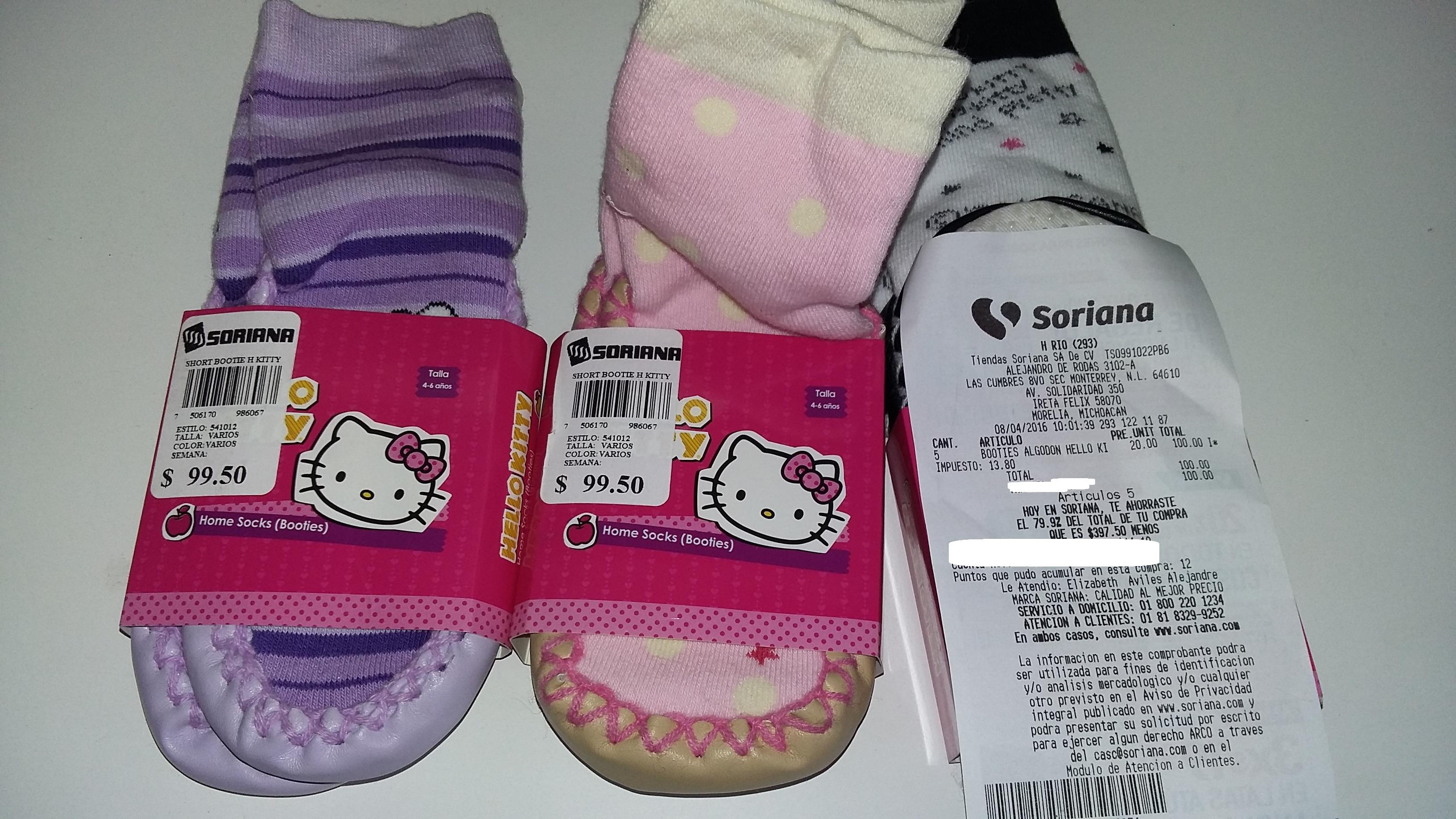 Soriana Hiper Río Morelia: calcetín con suela Hello Kitty a $20