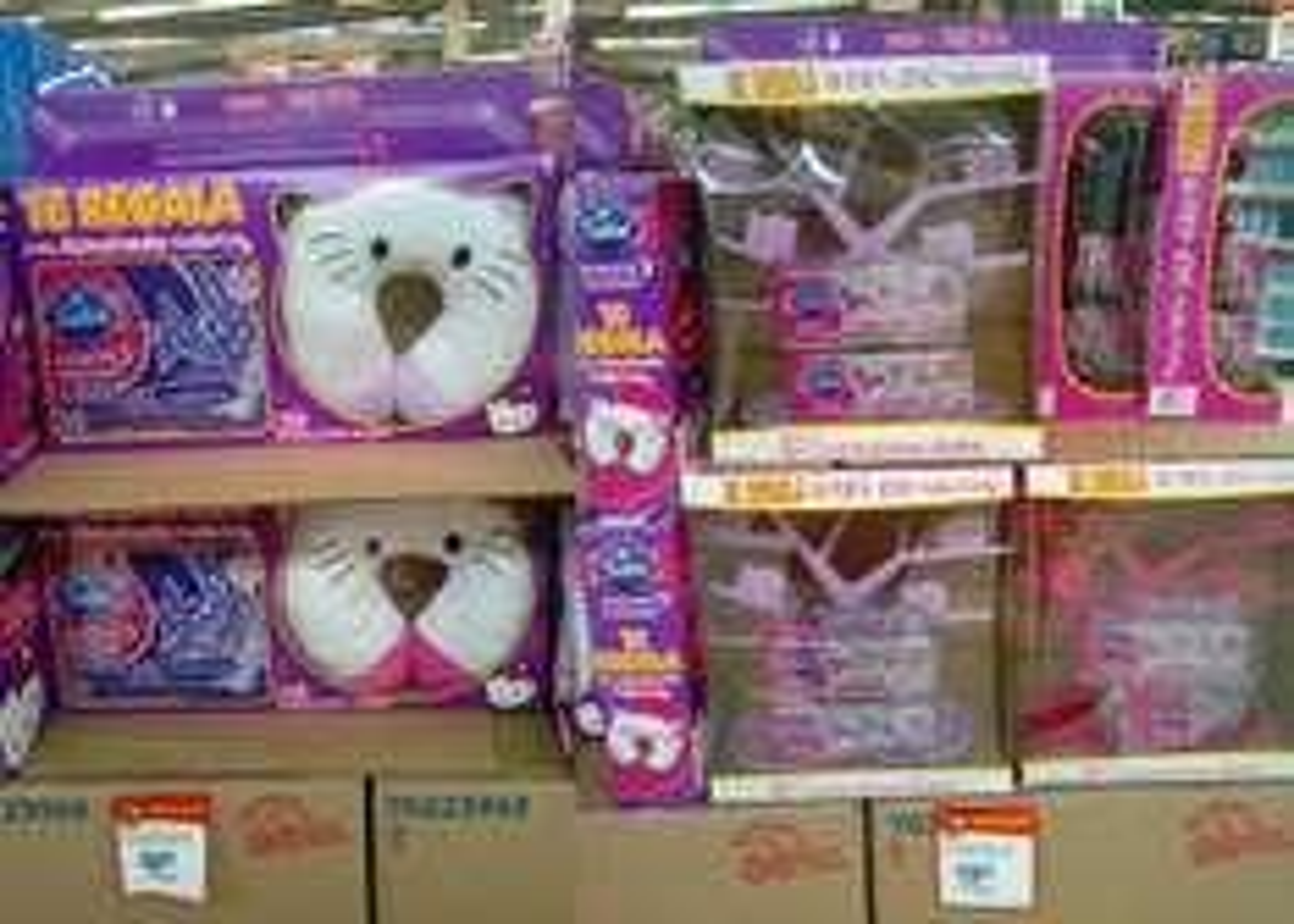 Walmart: Almohada de viaje o Porta Joyas de Hello Kitty en la compra de toallas femeninas Saba
