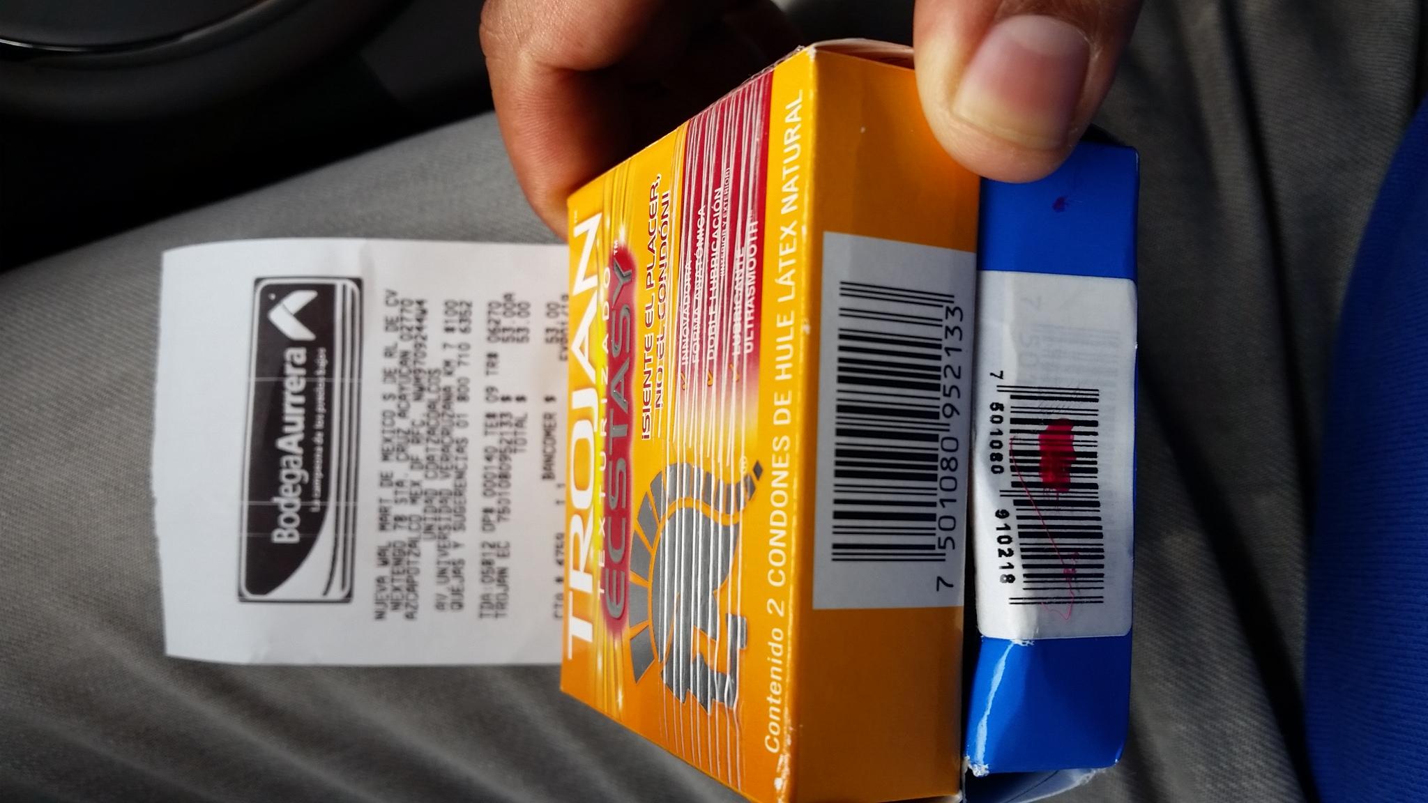 Bodega Aurrerá Coatzacalcos: 5 condones Trojan por $53 -oferta armada-