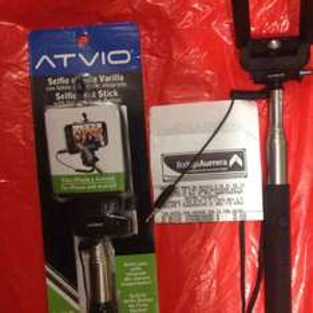 Bodega Aurrerá: Selfie Stick Atvio con disparador incluído a $40.02