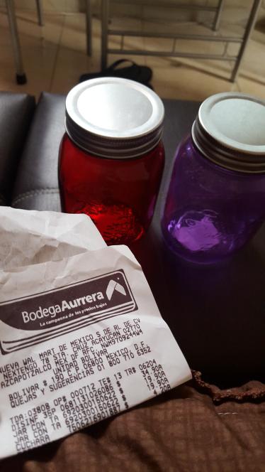 Bodega Aurrerá: frascos c/tapa varios colores a $19.90