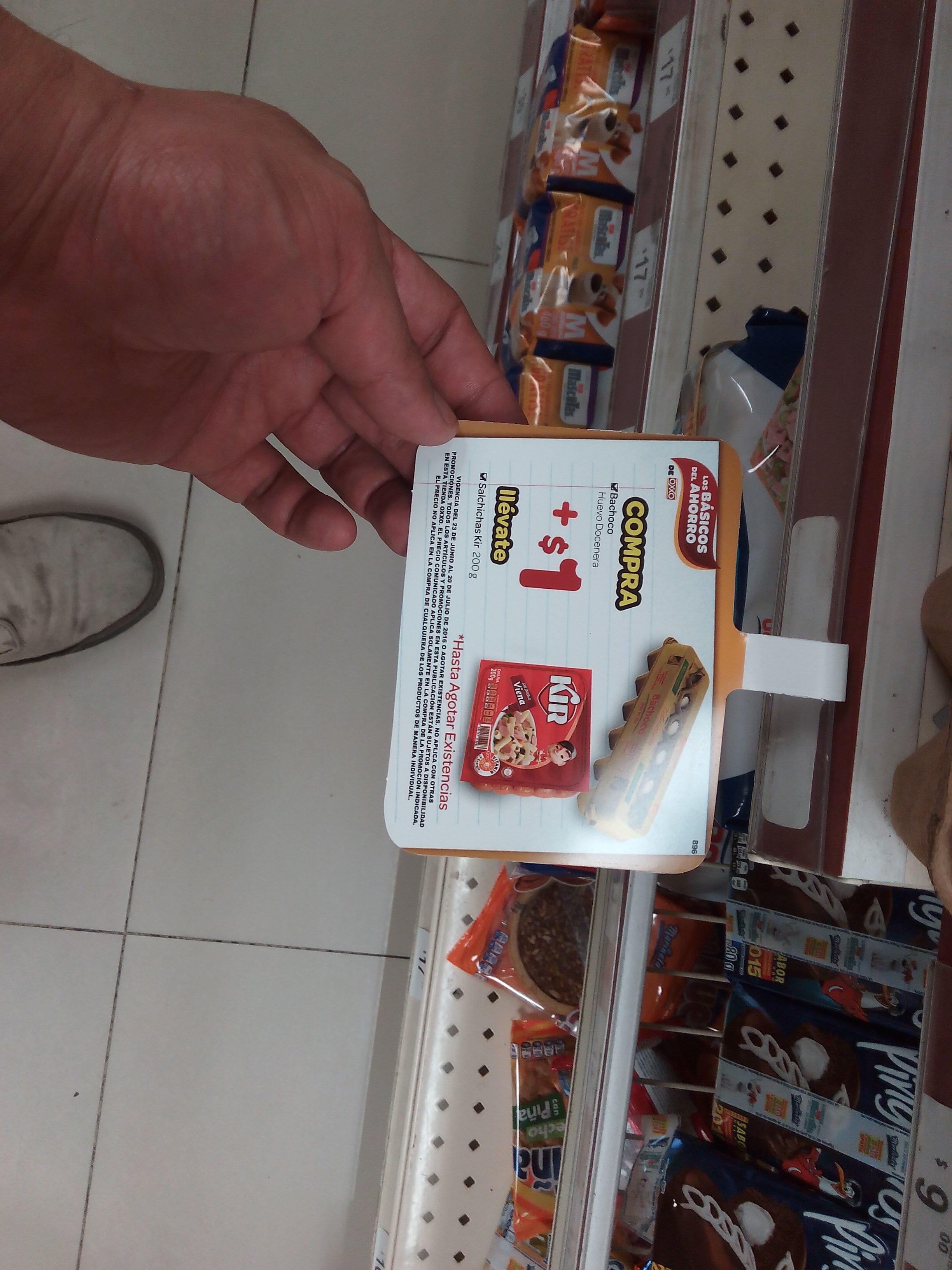 Oxxo Puebla Una docena de huevos con salchicas kir por $22, 3 paquetes de pure de tomate por $10.90, 2 Crunch por $16