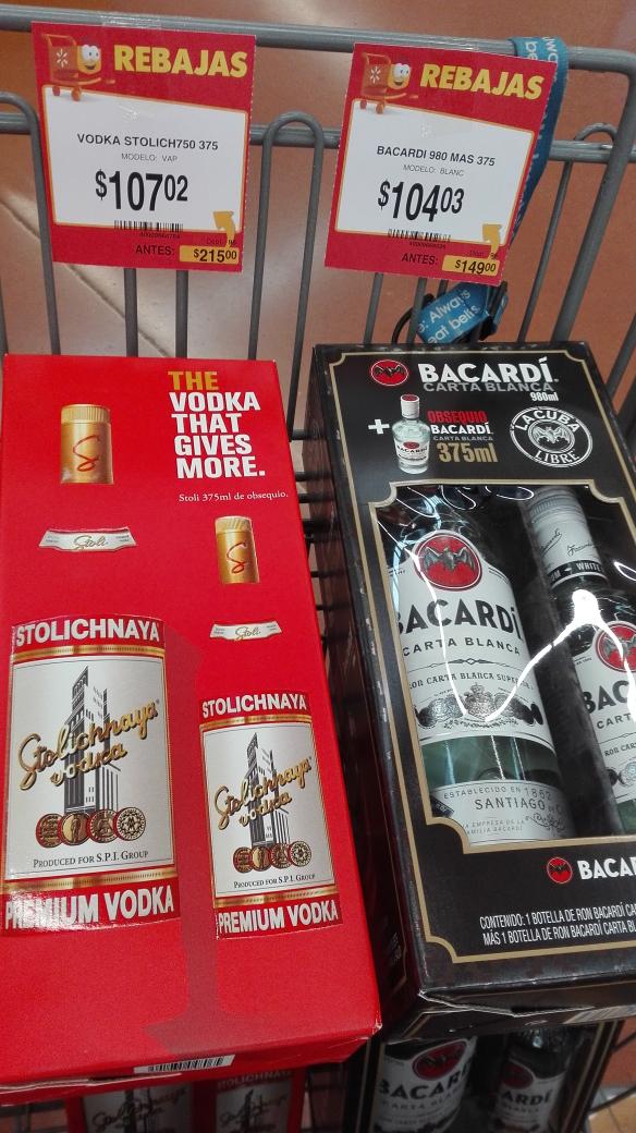 Walmart Monclova: Vodka Stolichnaya a $107.02 y ron Bacardí a $104.03