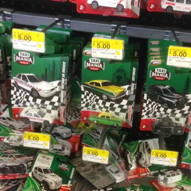 Bodega Aurrerá Insurgentes: carros de metal tipo Hot Wheels a $5