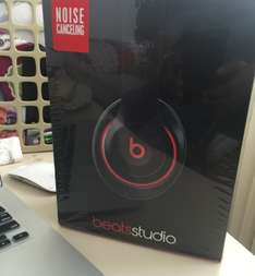 Office Depot: Beats Studio alambricos a $1,999