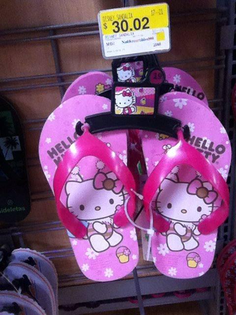 Walmart Macroplaza Oaxaca: Sandalias p/Niña con licencia Frozen o Hello Kitty a $30.02