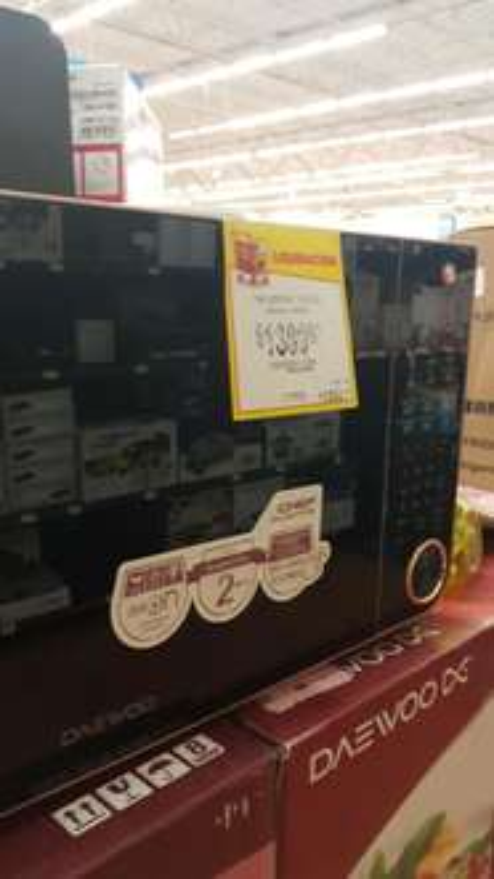 Walmart Merida, City Center: Microondas de diferentes tamaños en liquidación