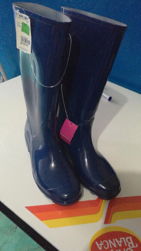 Walmart: botas de plástico de $198 a $30.01