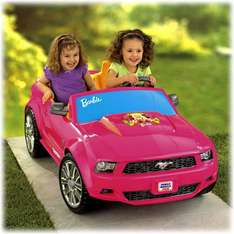 Amazon: Fisher Price Power Wheels Carro para Niña, Barbie Mustang a $3,618 ($3,256 con Banamex)