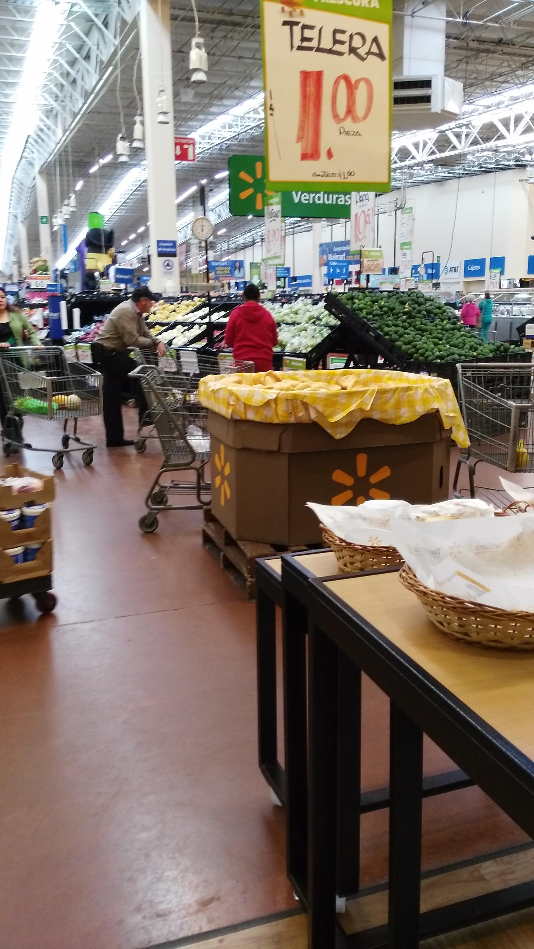 Walmart Las Flores: Telera un peso