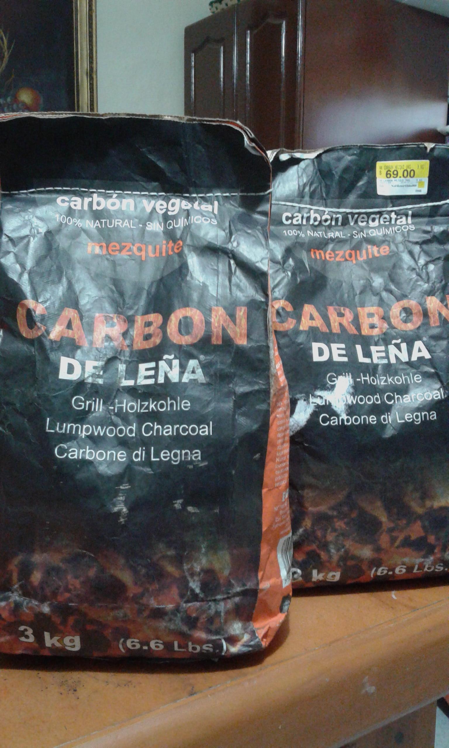 Walmart Lincoln: carbon de leña mezquite. 3kg. de $69 a $11.01