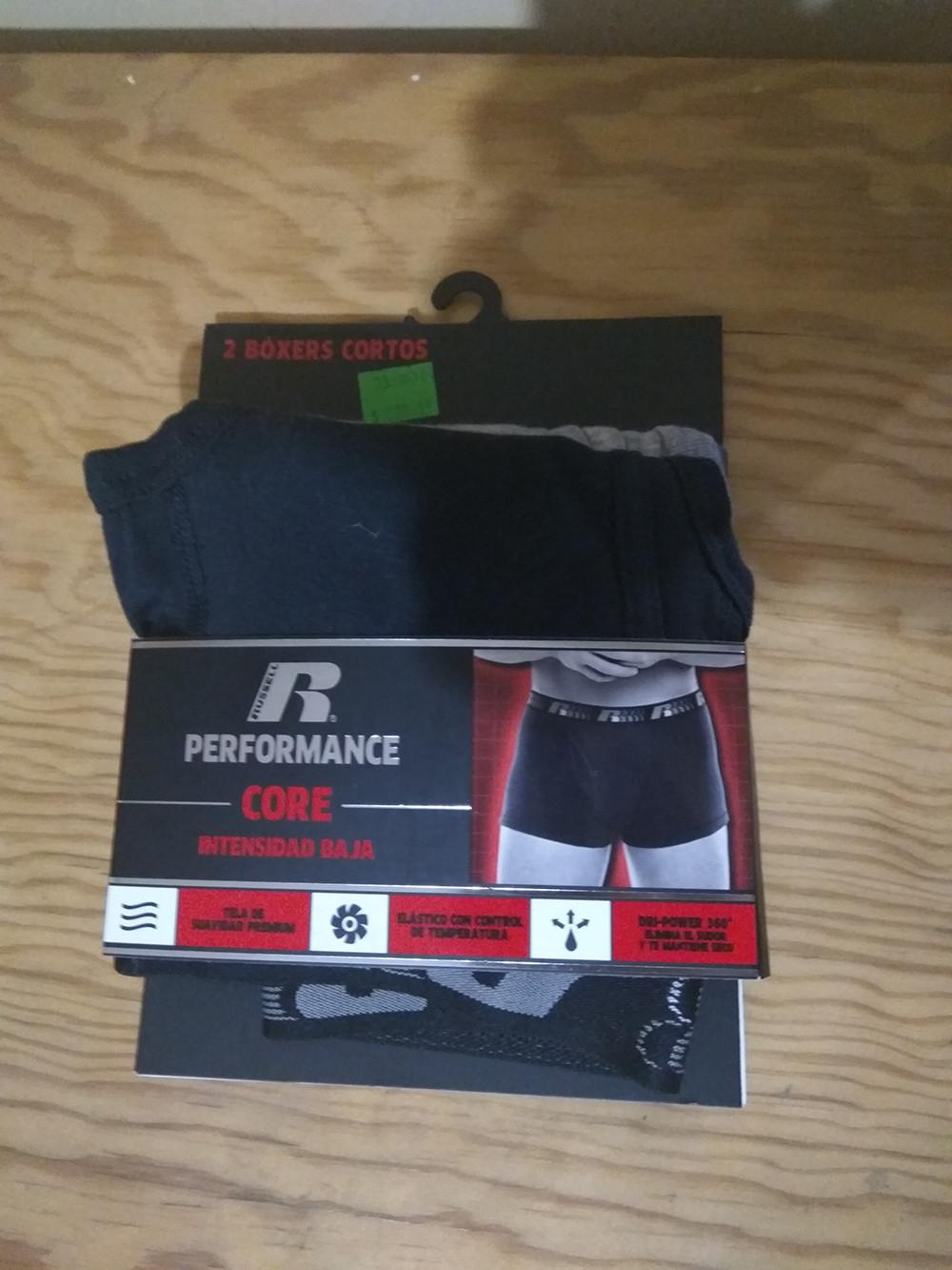 Walmart: Dos Boxers deportivos marca Russel Performance $60.02