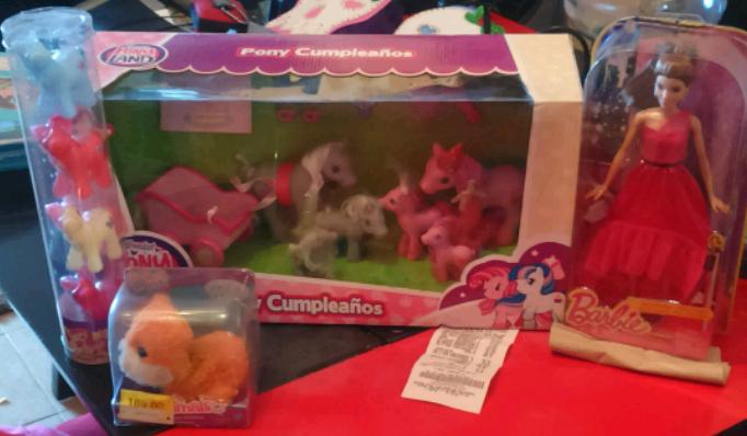 Walmart: Familia Pony Land a $51.01, Barbie vestido de gala a $42.01 y más
