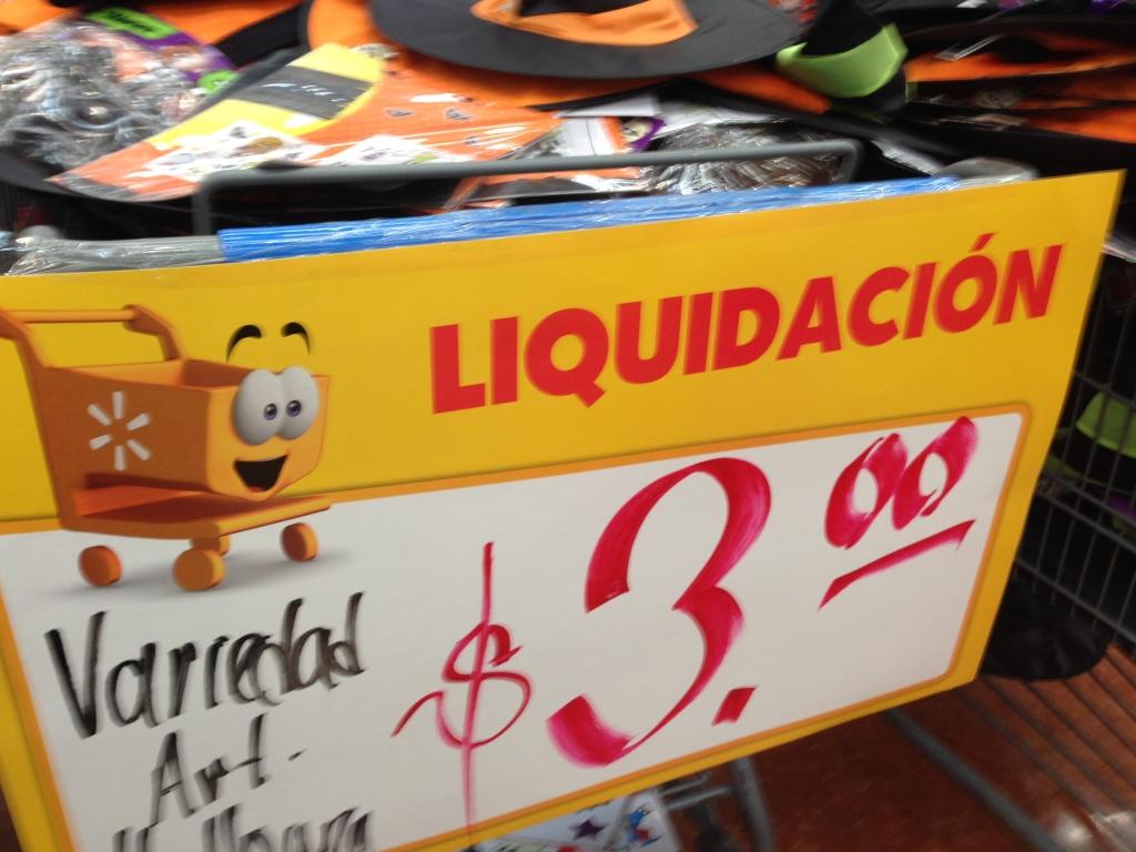 Walmart Macroplaza Mérida, Yuc: Hallowen todos los productos en oferta