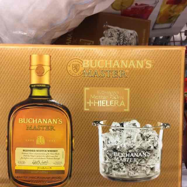 City Club Santa Monica: Buchanan's Master con hielera