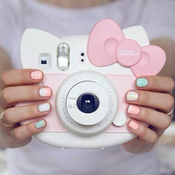 Amazon: Cámara Instantánea Hello Kitty de $2,999 a $1,699