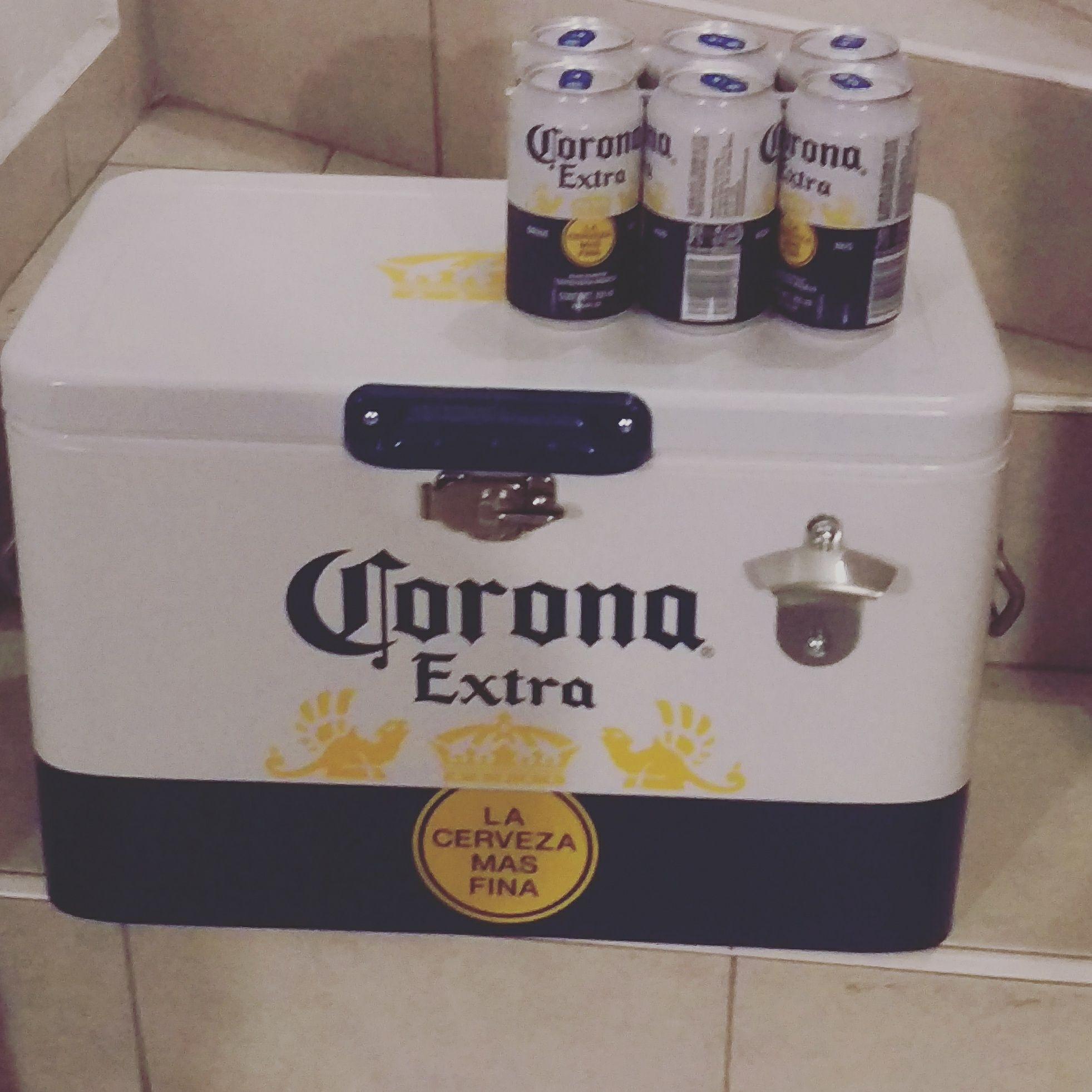 Walmart: Cooler Corona Hielera y 4 sixpack de cerveza corona