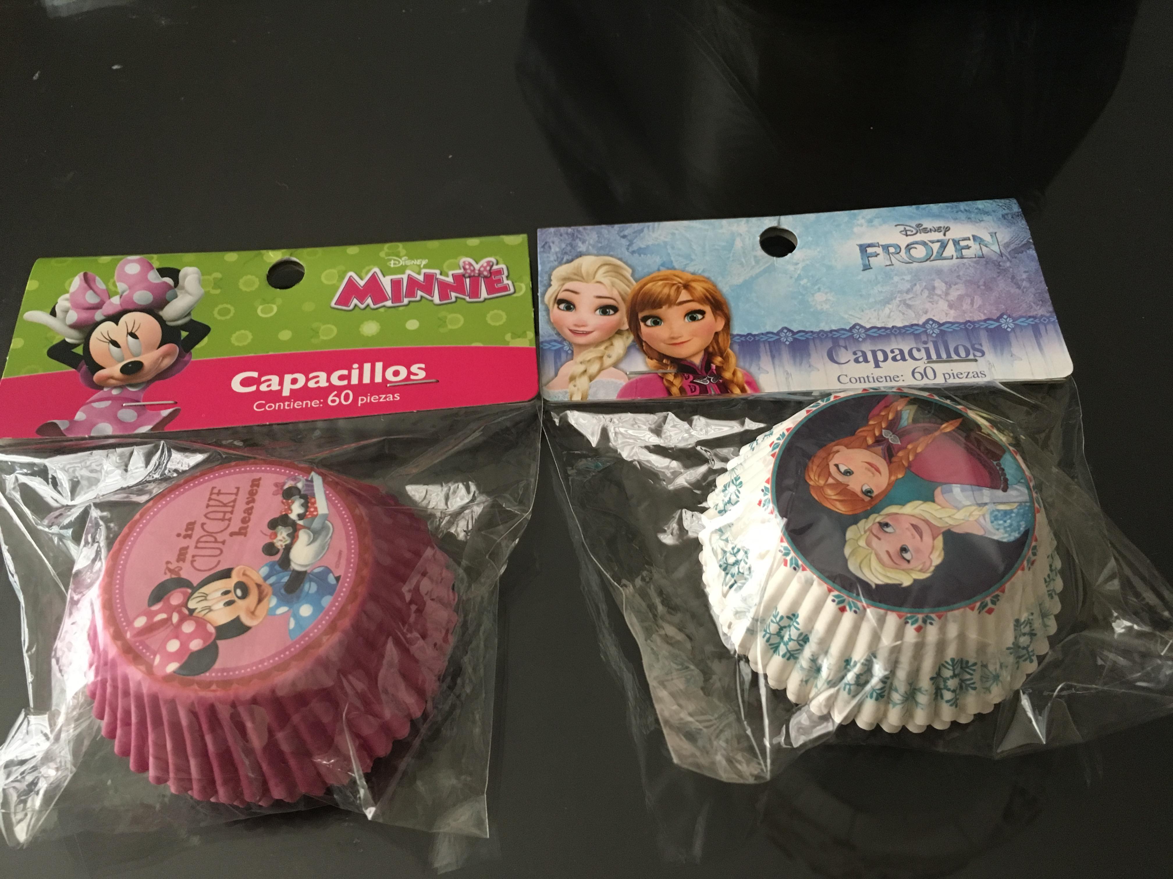 Walmart Toluca: 60 capacillos frozen/Minnie $1.03, botella Kitty $15.03 y Kit 4 tazones $12.01