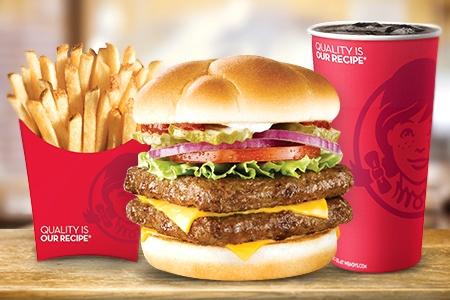 Combo mediano de hamburguesa wendys desde 43$