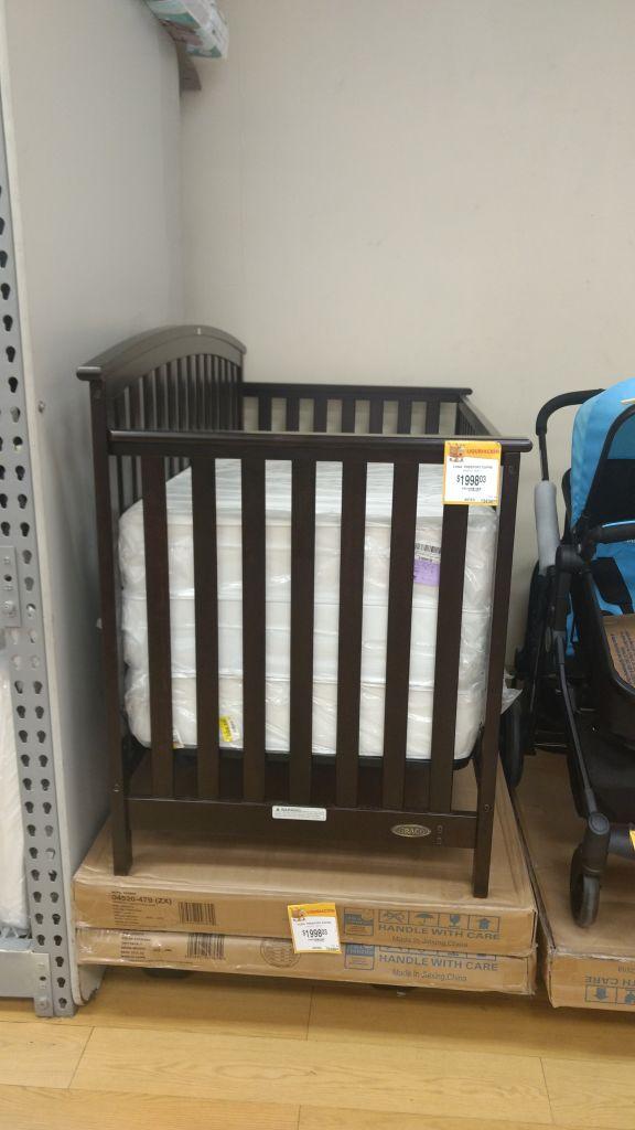 Walmart: Cuna convertible Graco a $300.01