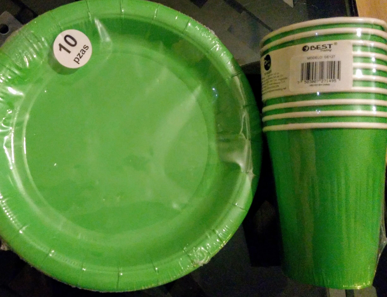 Bodega Aurrerá: vasos y platos desechables