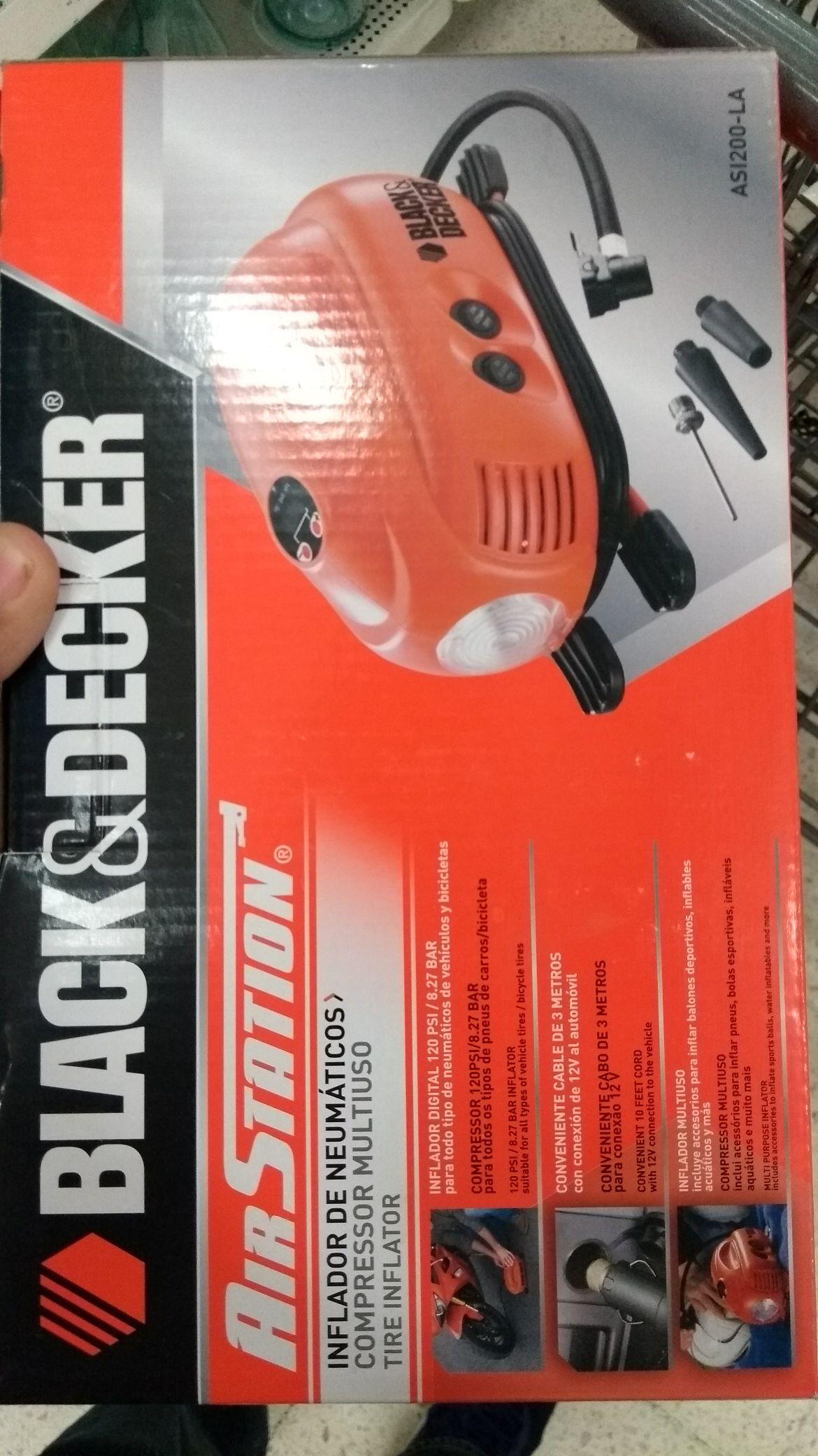 Walmart: Mini compresor para aire Black & Decker a $111.01