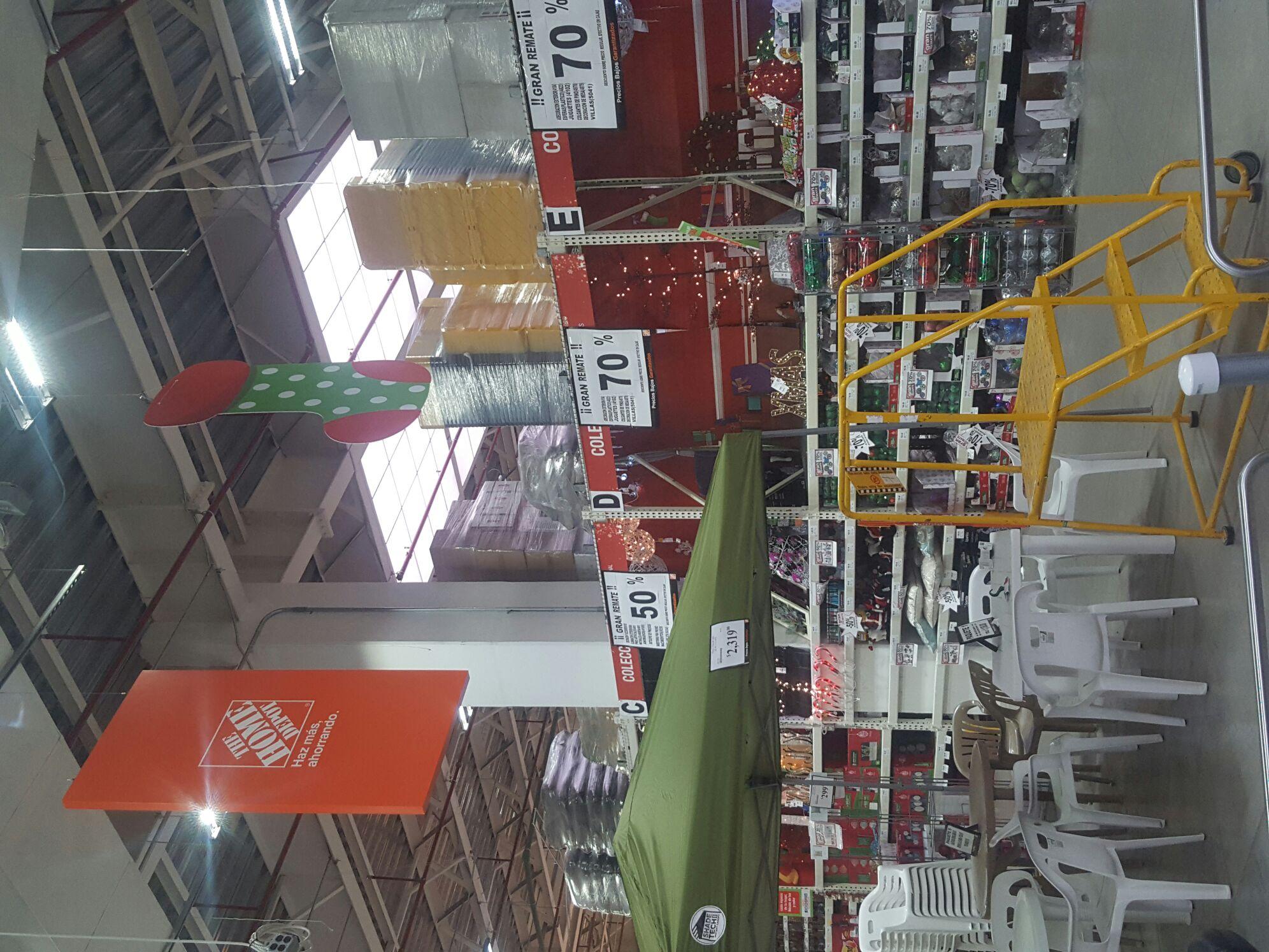 Home Depot: Liquidacion Navideña, 70% esferas y decoracion , 50% muñecos y 30 en luces Led .