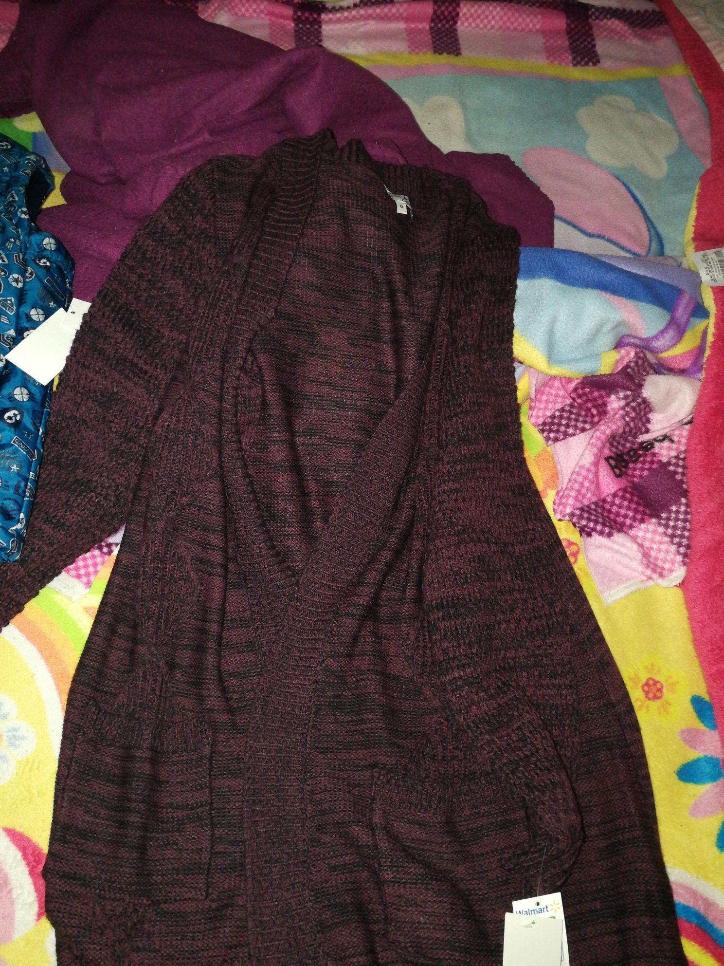Walmart: Chamarras y chalecos para niño y suéter dama