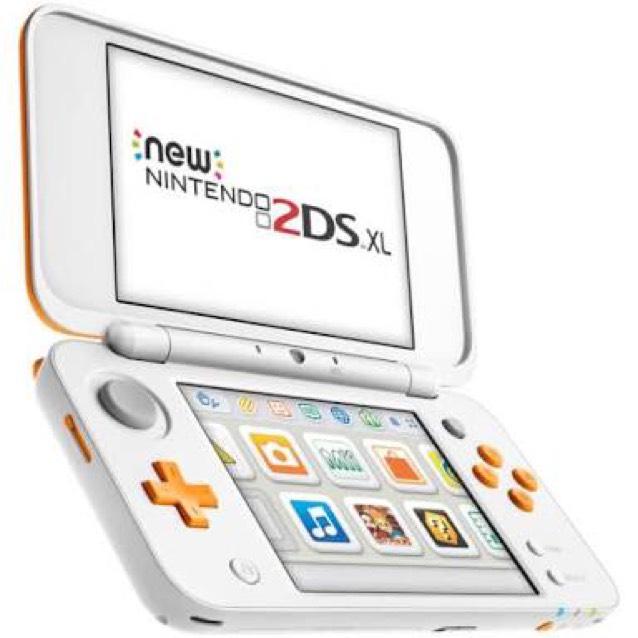 Bestbuy : Nintendo 2DS XL White-Orange con Mario Make